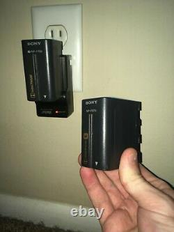 Sony DCR-VX2000 HandyCam plus Accesories VERY GOOD CONDITION