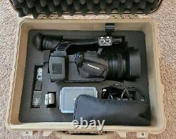 Panasonic Ag-ac130p Caméra Vidéo Numérique Avec La Perche Micro Pelican Hardcase 2batteries