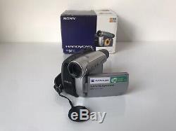Sony Dcr-hc27e Mini DV Entièrement Caissonné Caméscope Numérique Handycam + Accessoires